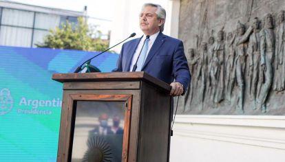Réplica. Alberto F contestó en Tucumán la crítica de Máximo K por el DNU pro vacunas de EE.UU.