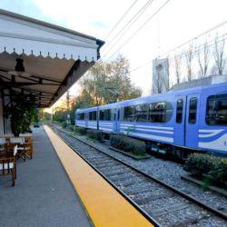 El tren atraviesa 11 estaciones que atraviesan cuatro municipios bonaerenses.