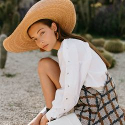 Blusa y Short de Luis Pacheco, echarpede Cache Toi y sombrero de Kuerno Hats.