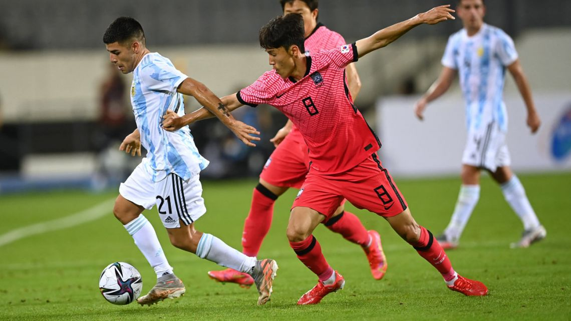 Argentina's Carlos Valenzuela (L) competes for the ball with South Korea's Kim Jin-ya (R) during their friendly football match in Yongin on July 13, 2021, ahead of the 2020 Tokyo Olympic Games.