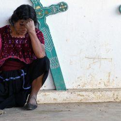 Una mujer indígena desplazada de Pantelho, permanece en el refugio  | Foto:Isaac Guzman / AFP