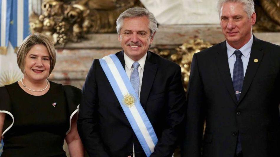 Alberto Fernández con el cubano Miguel Díaz Canel.