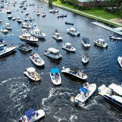En una vista aérea se ve el desfile de barcos de la victoria de la Copa Stanley 2021 en el río Hillsborough en Tampa, Florida. | Foto:Julio Aguilar / Getty Images / AFP