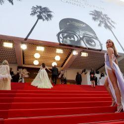 La diseñadora de moda británica Kimberley Garner llega a la proyección de la película  | Foto:Valery Hache / AFP