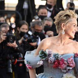 Sharon Stone cautivó Cannes con su dramática pieza de Dolce & Gabbana