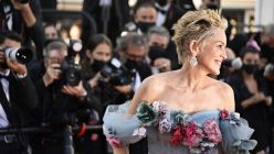 Sharon Stone cautivó Cannes con una dramática pieza de Dolce & Gabbana