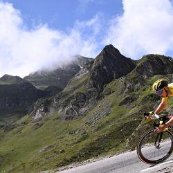 El esloveno Tadej Pogacar, desciende el puerto del Tourmalet durante la 18ª etapa de la 108ª edición del Tour de Francia, de 129 km entre Pau y Luz Ardiden. | Foto:Anne-Christine Poujoulat / AFP