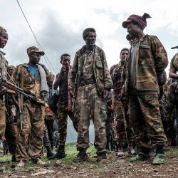 Miembros de la milicia de Amhara se reúnen en el pueblo de Adi Arkay, a 180 kilómetros al noreste de la ciudad de Gondar, Etiopía. | Foto:Eduardo Soteras / AFP