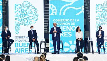 """Bancas. Pese a venir del PJ porteño, el Presidente demanda cinco lugares: el kirchnerismo y el massismo piensan que """"se le fue la mano"""". Sindicalistas, movimientos e intendentes, en pugna."""
