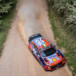 El piloto de Irlandia Craig Breen y el copiloto de Irlandia Paul Nagle conducen su coche Hyundai i20 Coupe WRC durante la segunda etapa de Arula del WRC Rally Estonia, la séptima ronda del Campeonato Mundial de Rally FIA cerca de Otepaa, Estonia. | Foto:Timo Anis / AFP