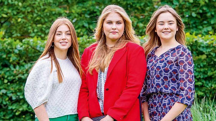 Amalia, Alexia y Ariadna brillaron con estilo propio en el posado oficial de verano