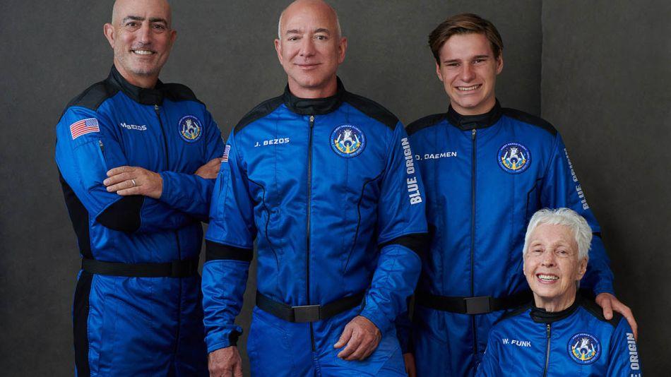 Regreso de Bezos desde el espacio 20210720