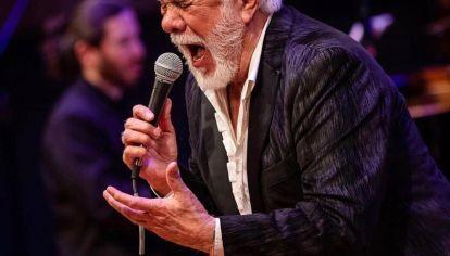LAVIE. El cantante se presentará este sábado en el Teatro del Lago.