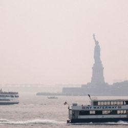 La niebla, producto del fuego, ya se está esparciendo por Nueva York.