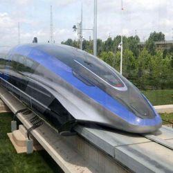 Construido por la China Railway Rolling Stock Corporation, el tren realizó su primer recorrido público en Qingdao, China.