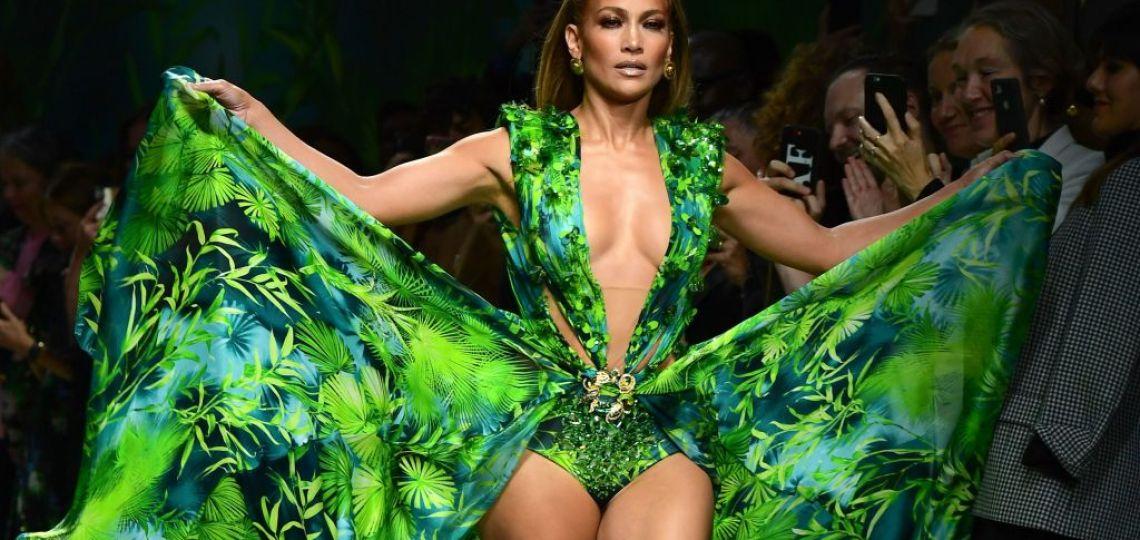 Versace: La demanda del famoso vestido que usó JLo y fue copiado