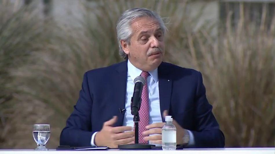 Alberto Fernández en la asignación de becas Manuel Belgrano