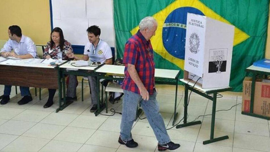 brasileños votando 20210722
