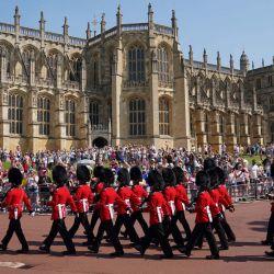 Miembros de la nueva guardia del 1er Batallón de Guardias de Granaderos llegan antes del Cambio de Guardia en el Castillo de Windsor en Berkshire, al sureste de Inglaterra, que tiene lugar por primera vez desde el inicio de la pandemia de Covid-19.   Foto:Andrew Matthews / POOL / AFP