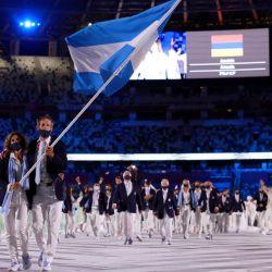 Ceremonia de apertura, de los juegos en el estadio olímpico de Tokyo, desfile de la delegación Argentina