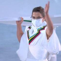 Paula Pareto llevó la bandera olímpica durante la inauguración de Tokio 2021.