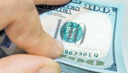 Al dólar. La oferta de pesos seguirá subiendo por el déficit fiscal.