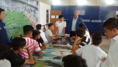Fassi y los pibes. El presidente de Talleres pretende que los jugadores del semillero albiazul sean representados por gente de su confianza.