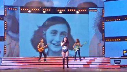 Video. Una foto de Ana Frank se usó como parte de una puesta escénica. Críticas en redes y fuertes reacciones de entidades judías.