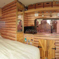 El interior tiene un diseño simil madera que le da mucha calidez.