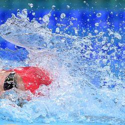 El británico Calum Jarvis compite en una eliminatoria de la prueba de natación masculina de relevos 4x200 metros libres durante los Juegos Olímpicos de Tokio 2020 en el Centro Acuático de Tokio.   Foto:Jonathan Nackstrand / AFP