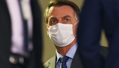 La popularidad de Bolsonaro está en su nivel más bajo, 24%, por su caótica gestión de la pandemia de Covid-19 que ya dejó más de 550.000 muertos en el país y por las sospechas de corrupción en la compra de vacunas anti coronavirus.