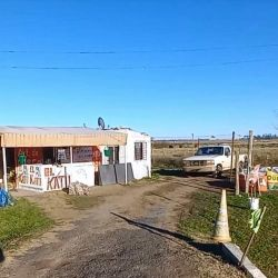 Al llegar al kilómetro 112 de la ruta 2, en el puesto de carnadas El Katu, Juan el dueño nos proveyó de excelentes mojarras.