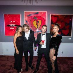 Hailey Bieber y su atrevido vestido negro
