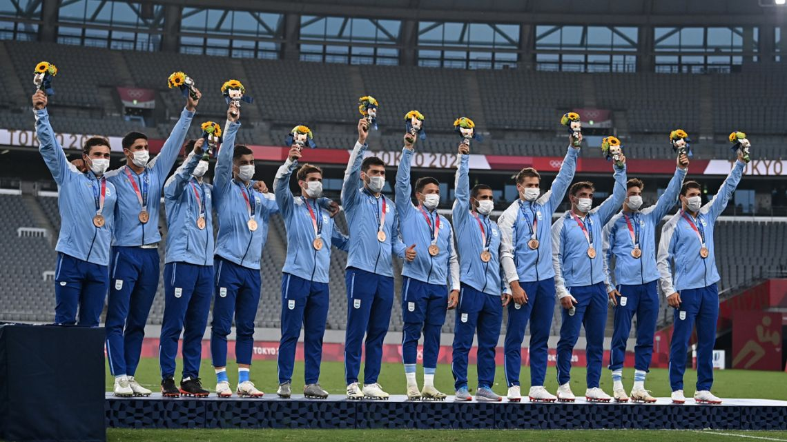 Bronze medallists from Argentina stand on the podium during the victory ceremony after the men's final rugby sevens match during the Tokyo 2020 Olympic Games at the Tokyo Stadium in Tokyo on July 28, 2021.