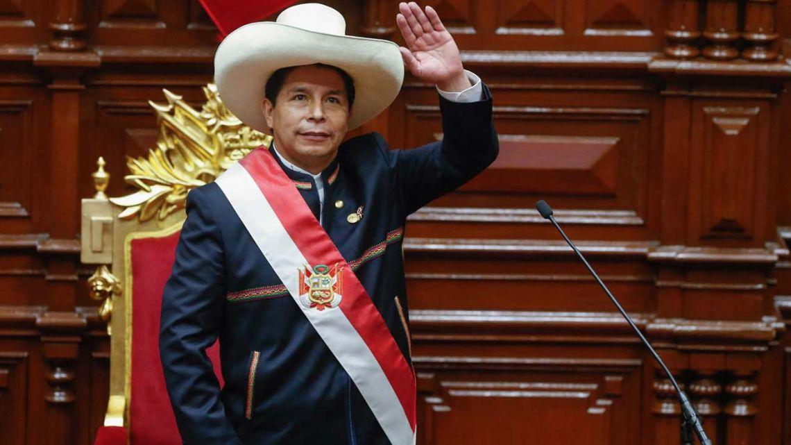 """Castillo advirtió que el servicio militar será obligatorio """"para los jóvenes que no estudien ni trabajen"""""""