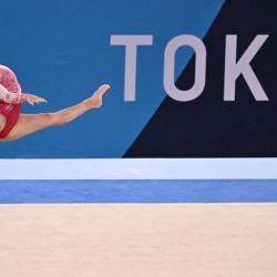 La canadiense Brooklyn Moors compite en la prueba de suelo de la final del all-around femenino de gimnasia artística durante los Juegos Olímpicos de Tokio 2020 en el Centro de Gimnasia Ariake en Tokio. | Foto:Lionel Bonaventure / AFP