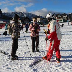 Fire & Ice es una de las escuelas de esquí que brinda instrucción en todos los niveles en el cerro Catedral.