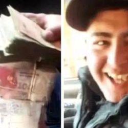 Uno de los delincuentes y el dinero robado | Foto:captura de video