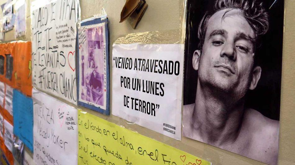 Los carteles de apoyo de fans en el Otamendi emocionaron a Chano, en medio del grave trance que vive.