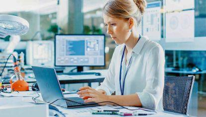 Trabajadoras. Las mujeres se destacan en mantener alta la motivación y los niveles de energía.