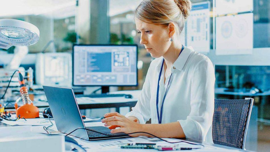 20210801_mujer_tecnologia_trabajo_shutterstock_g