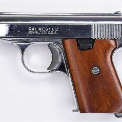 Una Jenning .22 LR, fabricada con el nombre de su distribuidor –Calwest Co.– de aspecto engañoso gracias a un prolijo cromado.