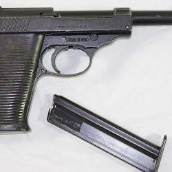 Basándose en afamados diseños clásicos –Walther PPK y P-38, en este caso–, Erma incursionó en el segmento de las armas económicas.