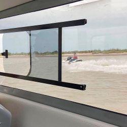 Buena apertura de ventilación sobre los paños fijos de las ventanas.
