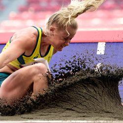 La australiana Brooke Stratton compite en la clasificación de salto de longitud femenino durante los Juegos Olímpicos de Tokio 2020 en el Estadio Olímpico de Tokio.   Foto:Javier Soriano / AFP