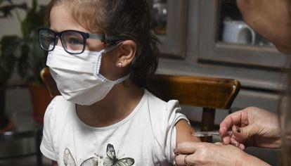 Este martes 3 comenzó la vacunación en adolescentes de 12 a 17 años con las dosis de Moderna