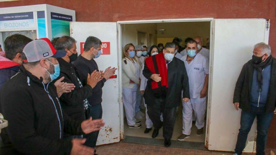 Mario Ishii dejó el hospital caminando y entre aplausos 20210803