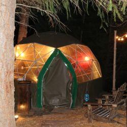 En Microcervecería Patagonia, ubicada en la avenida Bustillo Km 24,7, se puede disfrutar de una exclusiva experiencia de comida dentro de un iglú.