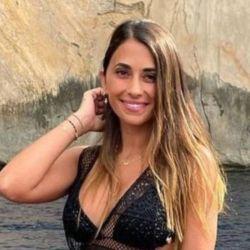 AntonellaRoccuzzoy su colección de bikinis para el Mediterráneo