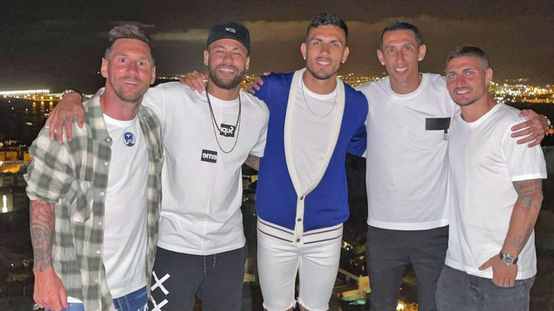 Lionel Messi (left) meets with a group of Paris St Germain players – including international teammates Leo Paredes and Ángel Di María – including Neymar, who posted the photo on his Instagram page.